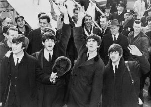 1200px-the_beatles_arrive_at_jfk_airport